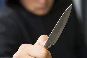 11 éves gyerek szúrt meg egy nőt