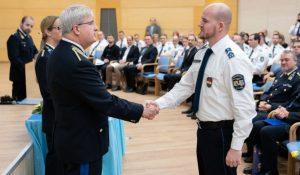 Oroszlányi rendőr lett az év iskolarendőre Komárom-Esztergom megyében